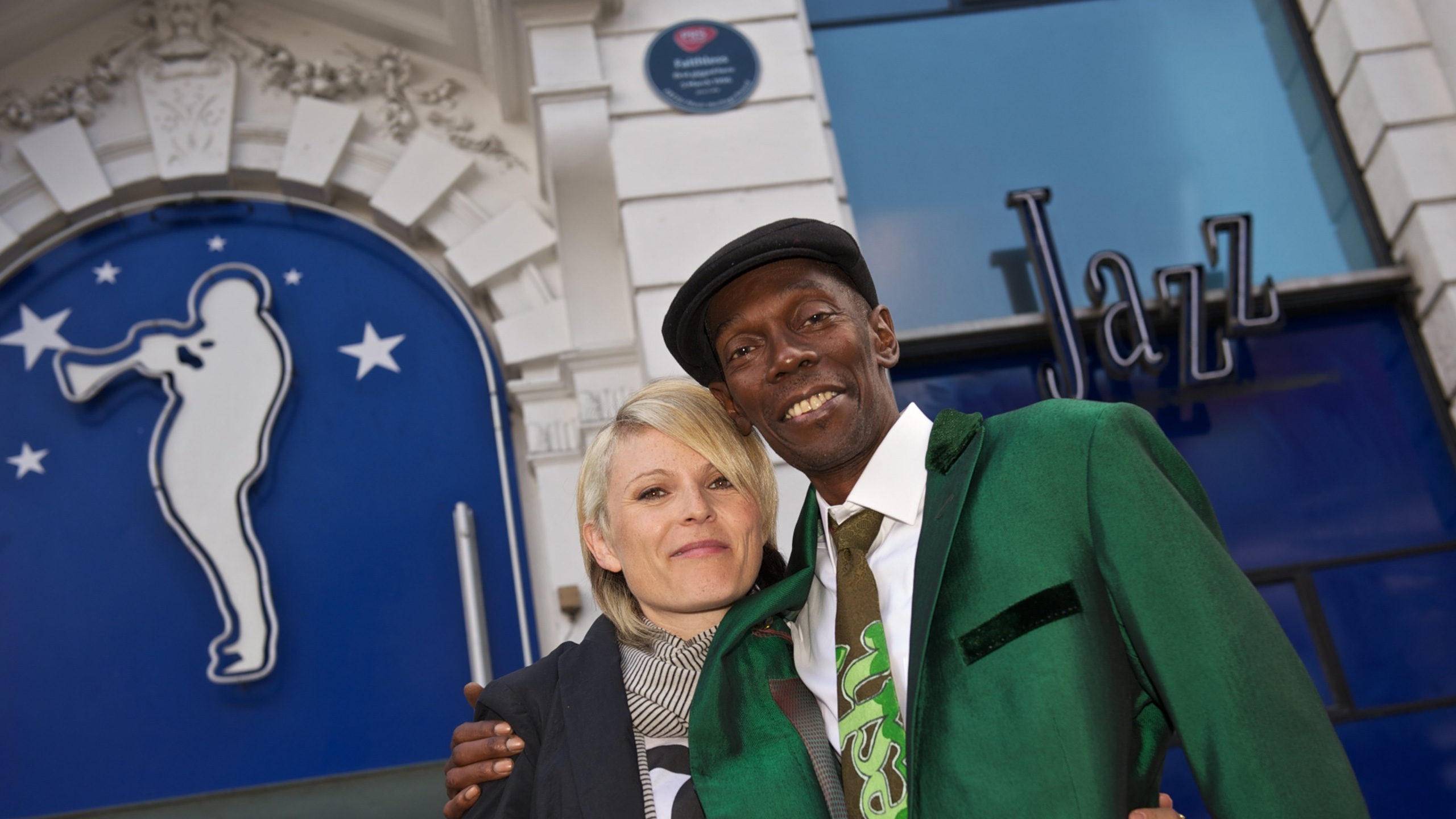 Sister Bliss and Maxi Jazz of Faithless with the Jazz Cafe's Heritage Award plaque